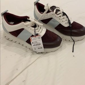 New with tags Zara 39 platform sneaker